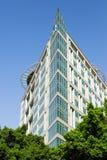 Geometrie in der zeitgenössischen Architektur, Eckgebäude stockfotografie