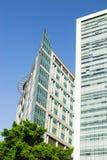 Geometrie in der zeitgenössischen Architektur, zwei Geschäftszentrum sind n stockbilder