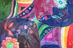 Geometrisch en bloemenpatroon op zijdebatik Stock Afbeeldingen