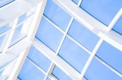 Geometrische blauwe abstracte achtergrond met driehoeken en lijnen Royalty-vrije Stock Fotografie