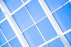 Geometrische blauwe abstracte achtergrond met driehoeken en lijnen Stock Foto's