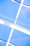Geometrische blauwe abstracte achtergrond met driehoeken en lijnen Stock Foto