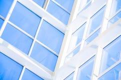 Geometrische blauwe abstracte achtergrond met driehoeken en lijnen Royalty-vrije Stock Foto