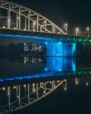 Geometrische blauwe brug aan een andere wereld Royalty-vrije Stock Foto's