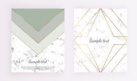 Geometrische dekkingsontwerpen, driehoeken met gouden lijnkader, groene en grijze kleuren en marmeren textuurachtergrond Malplaat vector illustratie