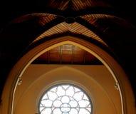Geometrische Formen eines Kircheninnenraums lizenzfreies stockfoto
