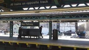 Geometrische Linien in der U-Bahnstation Lizenzfreie Stockfotos