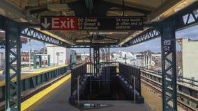 Geometrische Linien in der U-Bahnstation Lizenzfreie Stockfotografie