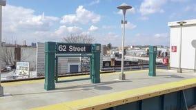 Geometrische Linien in der U-Bahnstation Lizenzfreies Stockfoto