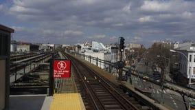 Geometrische Linien in der U-Bahnstation Stockbild