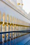 Geometrische Muster: Architektur der großartigen Moschee Abu Dhabi stockfotos
