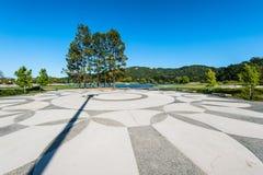 Geometrische Muster im plaze nahe bei See Stockbild