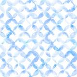 Geometrische Verzierung von blauen Blumenblättern auf weißem Hintergrund Nahtloses Muster des Aquarells Lizenzfreies Stockfoto