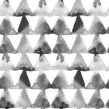 Geometrische Verzierung von Tintenmalereidreiecken auf weißem Hintergrund Nahtloses Muster des Aquarells Lizenzfreies Stockfoto