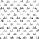 Geometrische Verzierung von Tintenmalereidreiecken auf weißem Hintergrund Nahtloses Muster des Aquarells Lizenzfreie Stockfotos