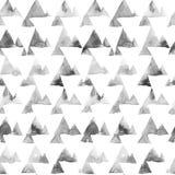 Geometrische Verzierung von Tintenmalereidreiecken auf weißem Hintergrund Nahtloses Muster des Aquarells Lizenzfreies Stockbild