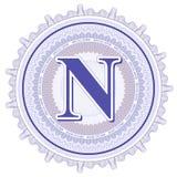 Geometrische Verzierungen des Vektors Guilloche-Rosetten mit Buchstaben N Stockbild