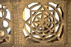 geometrische Wand, die an den Ranis kein hajiro, Ahmedabad, Indien schnitzt Lizenzfreie Stockfotos