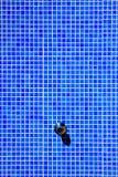 Geometrisches blaues Mosaik einer Dusche Lizenzfreies Stockbild