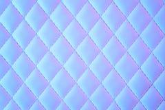 Geometrisches Diamantmuster steppte PU, die im Neonlicht ledern ist stockbilder