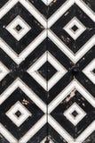 Geometrisches Schwarzweiss-Muster, hölzerne Wand Stockbild