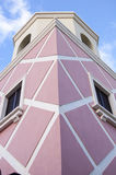 Geometrisches tropisches Gebäude Stockfoto