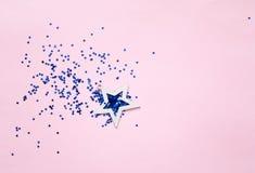 Geometrisk bakgrund med dekorativa stjärnor Rosa pastellfärgade färger Festlig bakgrund för projekt arkivfoto