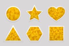 Geometrisk form från trianglar Uppsättning av gula etiketter Royaltyfria Bilder