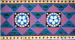 Geometriska färgade tegelplattor fotografering för bildbyråer