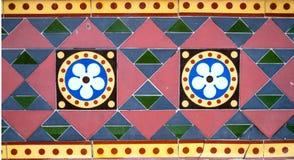 Geometriska färgade tegelplattor arkivfoto