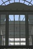 geometriska fönster Arkivfoto
