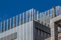 Geometriska former av en modern byggnad royaltyfria bilder