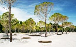 Geometriska former i parkeraarkitekturen Arkivbild