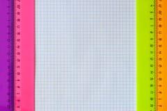 Geometriuppsättning med linjaler Arkivfoton