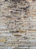 Geometryczna tekstura stara i brudna kamienna ściana zdjęcia stock