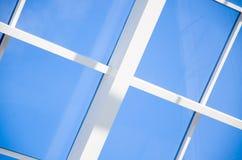 Geometryczny błękitny abstrakcjonistyczny tło z trójbokami i liniami Fotografia Royalty Free