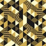 Geometryczny bezszwowy wzór z abstrakcjonistyczną trójboka wektoru ilustracją Modny kolorowy luksusowy projekt dla art deco Memph royalty ilustracja