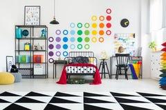 Geometryczny dywan w dzieciaka ` s pokoju fotografia stock