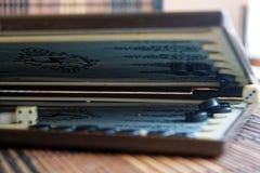 Geopend backgammon, minilijstspel voor reis royalty-vrije stock afbeeldingen