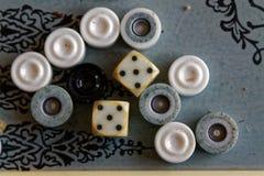 Geopend backgammon, minilijstspel voor reis, hoogste mening royalty-vrije stock afbeeldingen