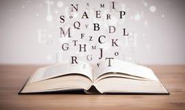 Geopend boek met vliegende brieven stock afbeelding