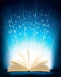 Geopend magisch boek met magisch licht Stock Afbeeldingen