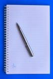 Geopend notitieboekje met pen Royalty-vrije Stock Fotografie