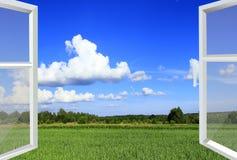Geopend venster voor de zomergebied Landelijke mening Royalty-vrije Stock Foto