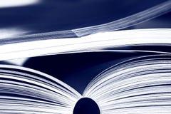 Geopende boeken Stock Foto's