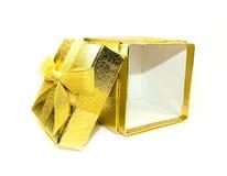 Geopende gouden giftdoos Royalty-vrije Stock Foto's