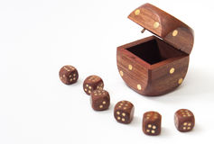 Geopende houten dobbelt met kleine houten dobbelt Stock Foto's