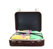 Geopende oude koffer die op wit wordt geïsoleerd Royalty-vrije Stock Afbeelding