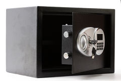 Geopende zwarte metaal veilige doos met numeriek toetsenbord gesloten systeem stock afbeelding