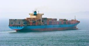 Georg Maersk för behållareskepp flyttning vid havet Nakhodka fjärd Östligt (Japan) hav 26 04 2015 Royaltyfria Foton
